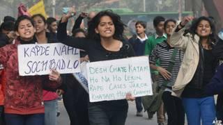 Mujeres protestando en Delhi