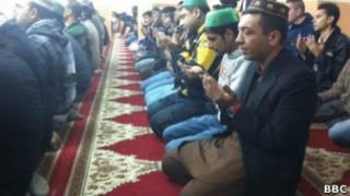 Мусульмане в Афинах молятся в подпольных залах