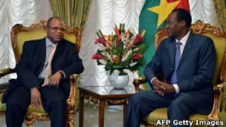 Le premier ministre malien Diango Cissoko en entretien avec le président burkina be Blaise Compaoré.