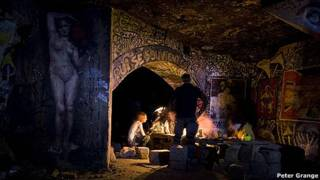 Miembros del grupo UX en un tunel de París