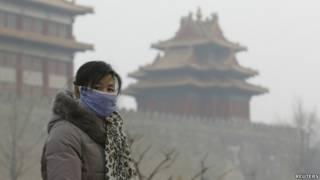 北京雾霾天气,民众带口罩