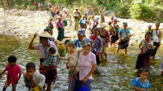 Refugees fleeing frm Burma to Thailand