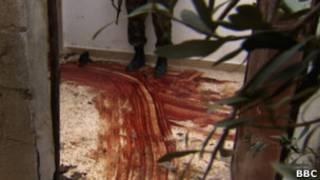 Кровавый след на полу