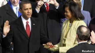 Barack Obama tomando posesión en 2009