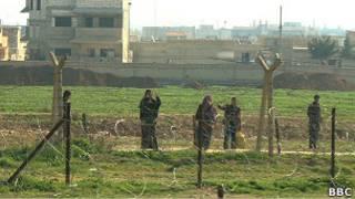 Suriyeli sığınmacılar Türkiye sınırında