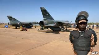 Французские истребители близ Бамако