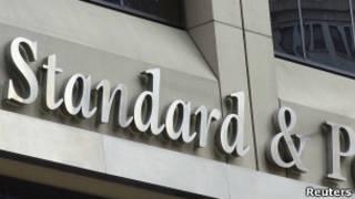 Вывеска на здании Standard & Poor's в Нью-Йорке (фото 3 августа 2012 года)