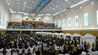 Culto evangélico en Angola.
