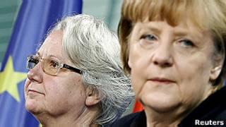 وزيرة التربية الألمانية، أنيت شوافان مع المستشارة أنغيلا ميركل