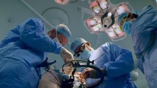Vidas condenadas a la cirugía desde el vientre materno