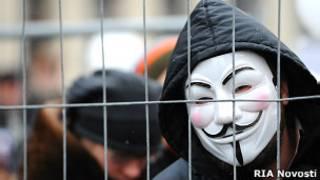 Участник оппозиционного протеста в Москве (архивное фото 24.12.2011)