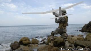 """""""Dron"""" Puma, lanzado por un militar"""