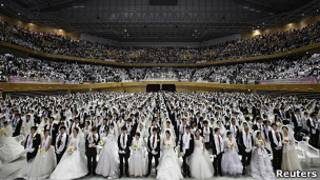 """Массовое бракосочетание  """"мунистов"""" в Южной Корее 17 февраля 2013 года"""