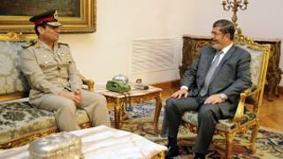 الرئيس مرسي ووزير الدفاع عبد الفتاح السيسي