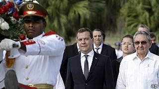 Dmitri Medvedev y Raúl Castro