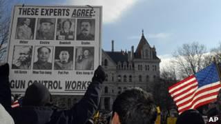 """""""День сопротивления"""": в США протестуют против планов ужесточения контроля за оружием"""