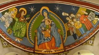 Graffiti en la cúpula de una iglesia en Barcelona