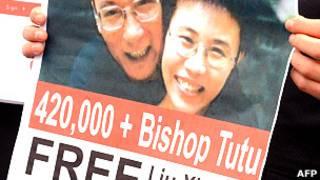 Poster pidiendo la liberación de Liu Xiaobo y su esposa