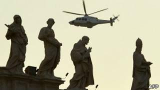 Папа в вертолете над Ватиканом