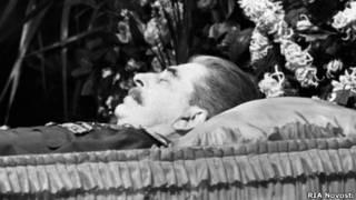 Иосиф Сталин на смертном одре