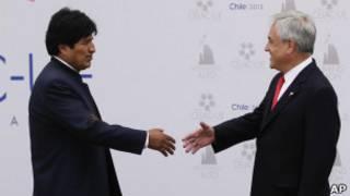 Morales y Piñera se saludan en la cumbre de la CELAC