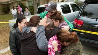أقارب الضحية في حالة حزن