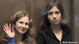 Участницы группы Pussy Riot Мария Алехина и Надежда Толоконникова