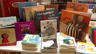 Libros infantiles en exhibición en una librería de Bogotá.