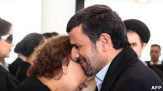 Махмуд Ахмадинежад с матерью Чавеса