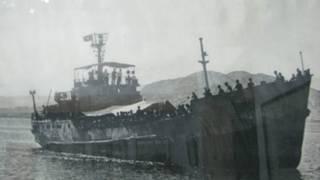Tàu chiến Việt Nam HQ 931 tới cứu nạn cho chiến sỹ ở Trường Sa 1988