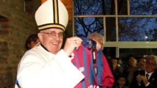 Papa com a camisa do San Lorenzo | Foto: AFP