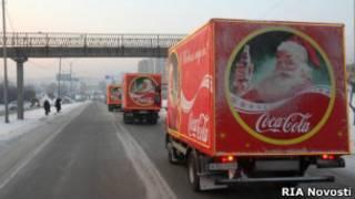 Фура с Coca-cola едет по заснеженной России