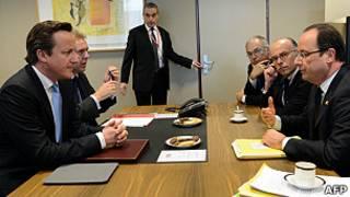 David Cameron e François Hollande (AFP)