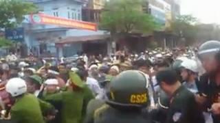 Công an trấn áp biểu tình ở Vĩnh Yên