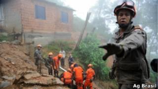 Bombeiros trabalham em Petrópolis