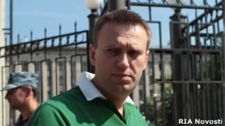 Алексей Навальный у здания Следственного комитета
