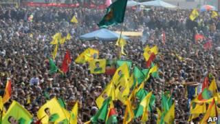PKK ve Öcalan bayrakları