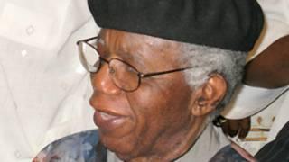 Tarihin marigayi Chinua Achebe