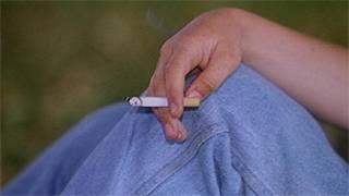 Pesoa fumando. Foto: Arquivo/BBC