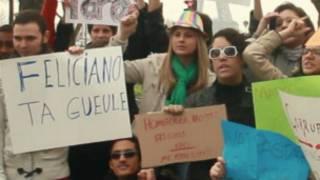 Brasileiros exibem cartazes em protesto contra a indicação de Marco Feliciano para o comando da Comissão de Direitos Humanos e Minorias (Jordana Viotto/BBC Brasil)