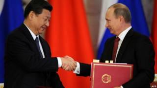 Ông Tập Cận Bình (trái) và ông Vladimir Putin ở Moscow hồi tháng Ba năm 2013