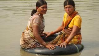 आंध्र प्रदेश के एक गांव में जिंदगी पूरी तरह ट्रक की ट्यूब पर निर्भर है