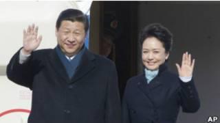 El presidente Xi Jinping junto a su esposa