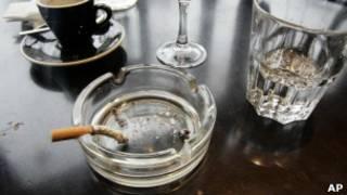 Стаканы и пепельница