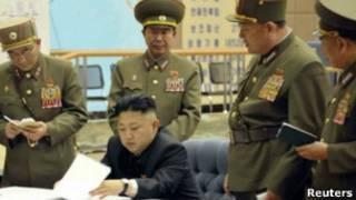Kim Jong-un ve generalleri