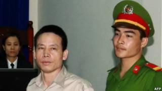 Ông Đoàn Văn Vươn tại tòa sáng 2/4/2013
