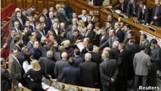 Арсений Яценюк в кругу сторонников