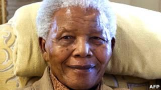 El exmandatario sudafricano Nelson Mandela, de 94 años