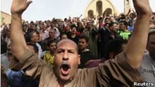 Cristãos coptas protestam no Cairo (foto: Reuters)