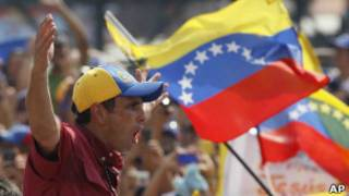 Henrique Capriles durante marcha na Venezuela (foto: Associated Press)